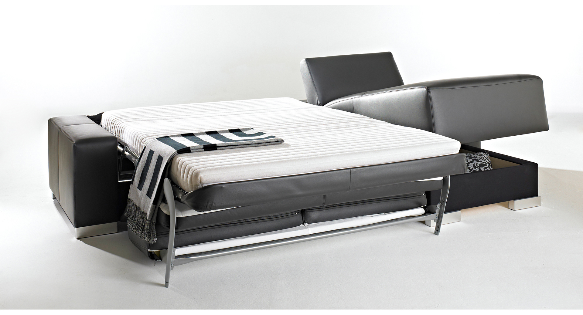 Bettposition mit Metallgitter